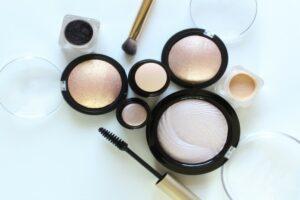 MUA Cosmetics, Shop Highlighters at Just4Girls.pk. Image Credit: @mppllc via Twenty20.