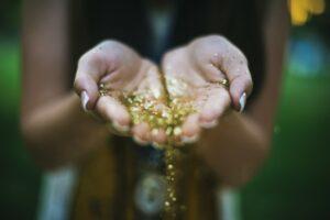 Shop Glitter at Just4Girls.pk. Image Credit: @brittneyborowski via Twenty20.