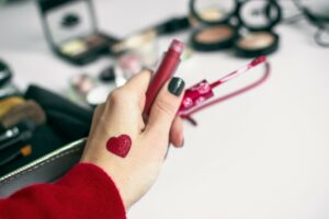 Shop the Just4Girls.pk Valentine's Day 2020 Sale! Image Credit: @KiraYan via Twenty20.