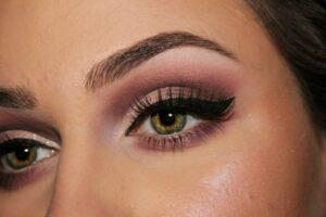Shop Eyebrow Products at Just4Girls.pk. Image Credit: @HollyJoy via Twenty20